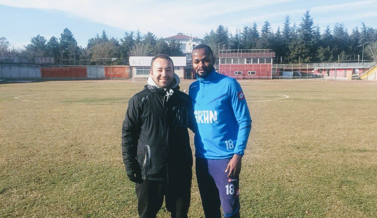 Head coach of the Turkish Amateur side, Ali Onur Cerrah & David Simbo