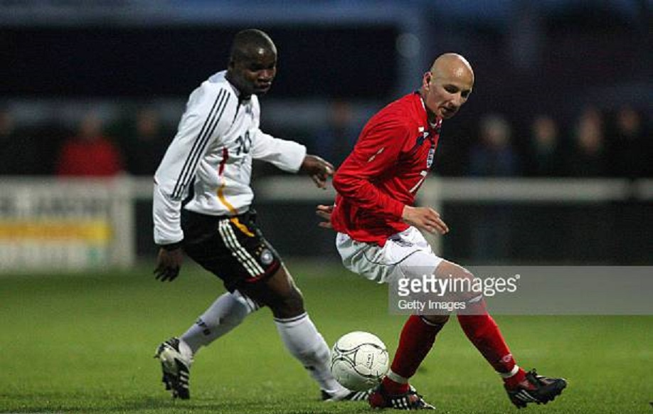 POIRE-SUR-VIE, FRANCE - MARCH 20: Abu-Bakkar Kargbo (L) of Germany fights for the ball with Jonjo Shelvey (R) of England during the U16 international friendly match between Germany and England at the Poire-sur-Vie stadium on March 20, 2008 in Poire-sur-Vie, France. (Photo by Jean-Charles Druais/Bongarts/Getty Images for DFB).
