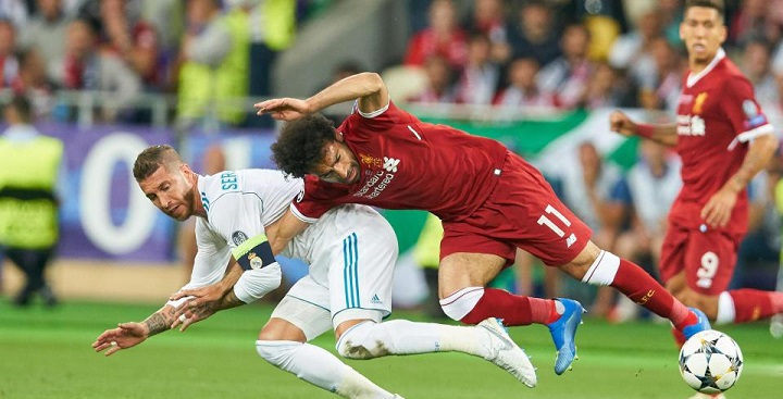 """Mo Salah landed awkwardly on his shoulder after being hauled down by Sergio Ramos"""