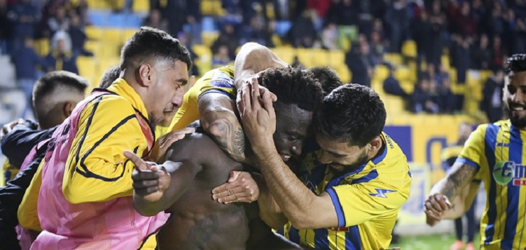 """Alhassan Kamara and teammates celebrated his winner over AEK Athens on Saturday. """
