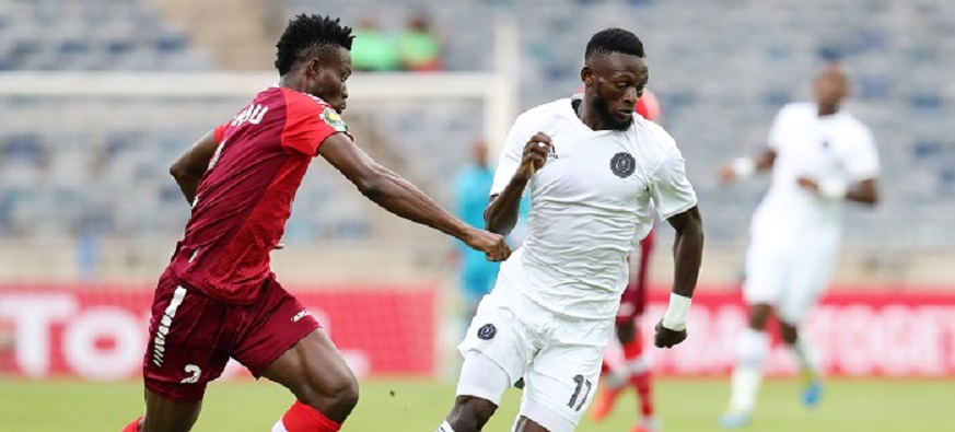 Augustine Mulenga of Orlando Pirates challenged by Hudu Yakubu of Horoya during the 2019 TOTAL CAF Champions League match between Orlando Pirates and Horoya at the Orlando Stadium, Soweto on the 18 January 2019 ©Muzi Ntombela/BackpagePix