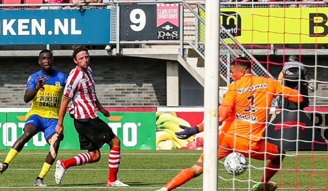 Photo: Left-back Alex Bangura, the former youth player of Feyenoord, scored 0-1 for the club from Leeuwarden.