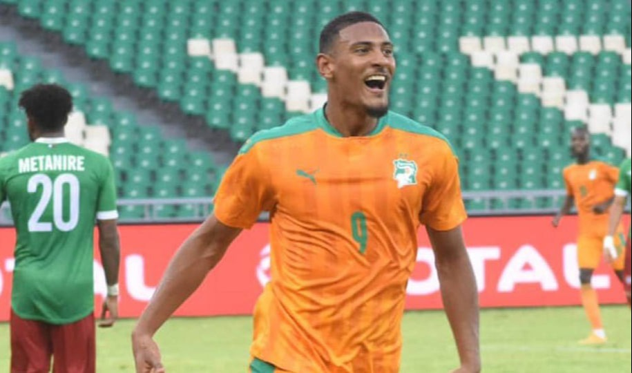 Sebastien Haller scored twice in the opening half in World Cup qualifier against Cameroon